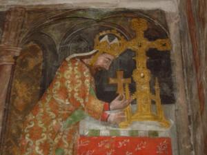 Karl IV. legt Heiltum in ein Reliquienkreuz ein. Fresko aus der Marienkapelle, Burg Karlstein. Foto: Martin Bauch