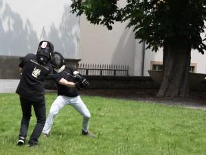 Historisches Fechten: Mitglieder der Fechtschule Krîfon im Innenhof der Neuen Universität. Foto: M. Wegner/C. Lahme.