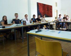 Inschriftenstudien im Hörsaal des Historicums der LMU München. Foto Franz-Albrecht Bornschlegel
