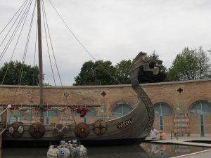 Das Wikingerschiff vor den Toren des Lokschuppens (Foto: Christoph Schweiger)