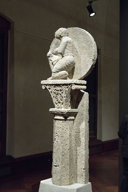 Bild 10: Die Sphaera von St. Emmeram Rückseite (Quelle Wikimedia Commons [https://commons.wikimedia.org/wiki/File:Regensburg_astrolabe,_1052-1065,_exh._Benedictines_NG_Prague,_150632.jpg], Nutzer 'Zde', Lizenz CC BY-SA 4.0)